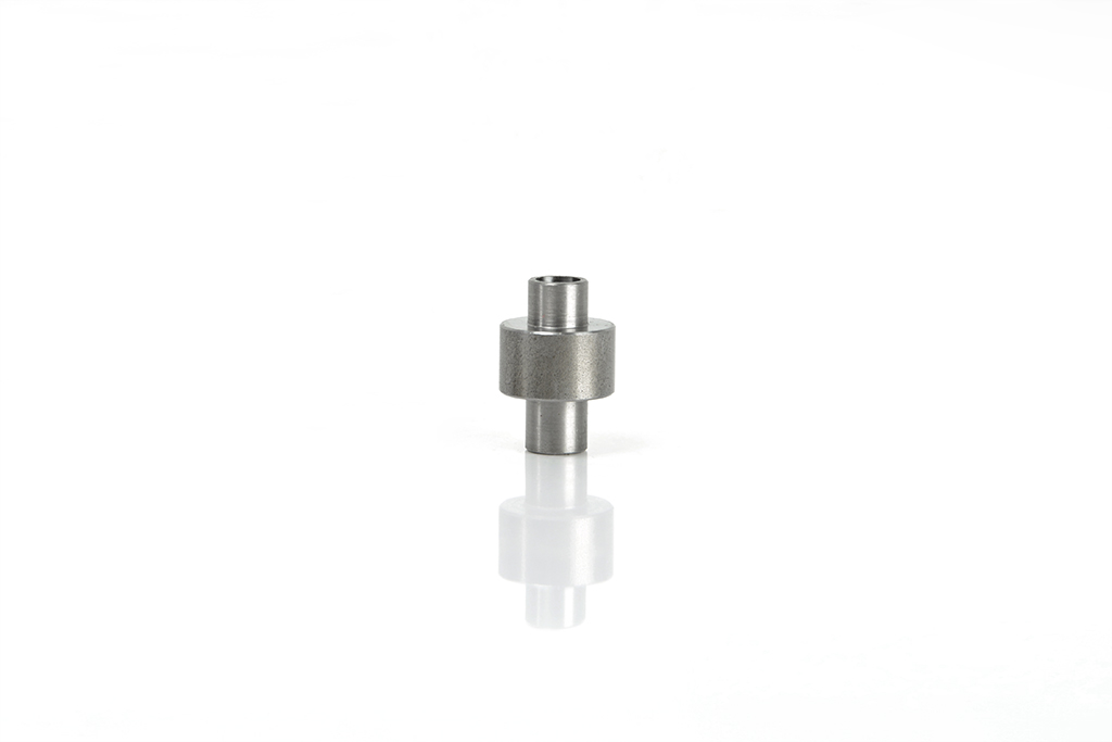 Metric threaded pin for mechanical handling